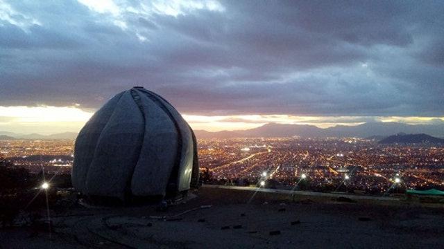 Şekillenmiş Işık' sergisi Şili Mabedini ön plana çıkardı - 01