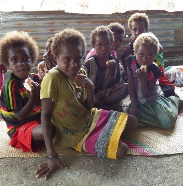 Gençler, afetin ardından Vanuatu'daki yeniden yapılandırma çalışmalarına öncülük ediyor - 04