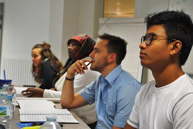 Hareket için ilham almış üniversite öğrenci grupları - 06