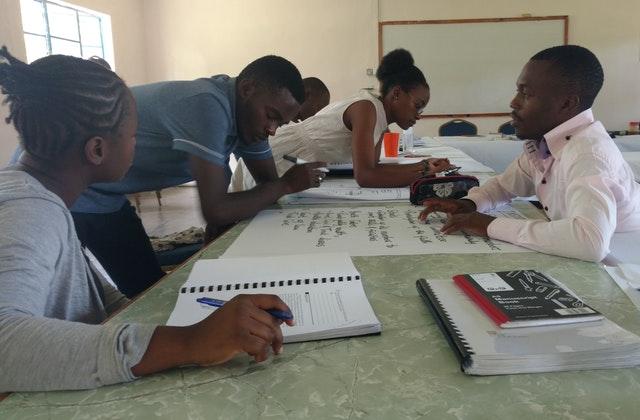 Hareket için ilham almış üniversite öğrenci grupları - 09