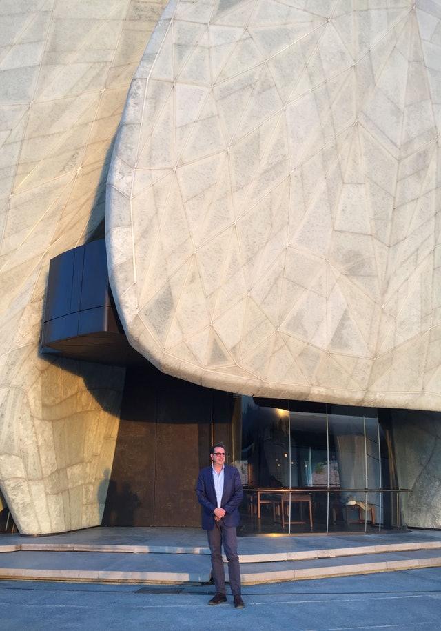 Ruh ve şeklin iç içe geçerek birleştiği yer: Şili Mabedinin mimarisi üzerine yansımalar - 01