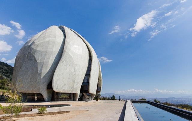 Ruh ve şeklin iç içe geçerek birleştiği yer: Şili Mabedinin mimarisi üzerine yansımalar - 03