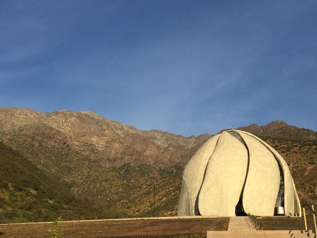 Ruh ve şeklin iç içe geçerek birleştiği yer: Şili Mabedinin mimarisi üzerine yansımalar - 06