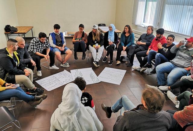 Almanya Bahaileri gençliğin ayırt edici rolünü keşfederek genişleyen bir sohbete ivme kazandırıyor - 01