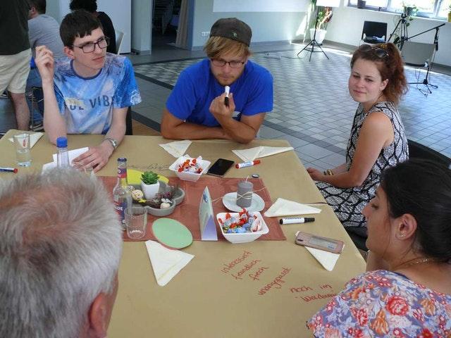 Almanya Bahaileri gençliğin ayırt edici rolünü keşfederek genişleyen bir sohbete ivme kazandırıyor - 05