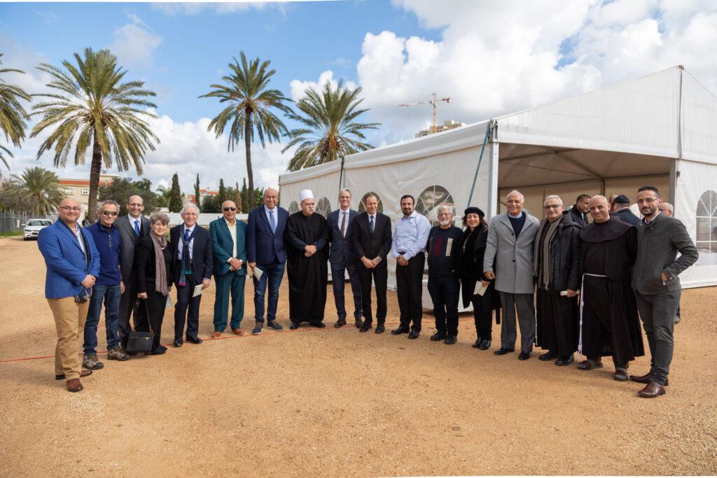 Hz. Abdülbaha'ya ait Makam'ın inşa edileceği alandaki yapılan törende Akka Belediye Başkanı ve Dini Liderler hazır bulunarak saygılarını gösterdiler - 02